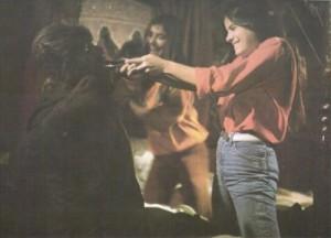 La escena de la linterna, con Eva, Astrid y Paul Naschy