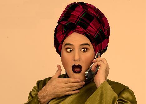 Shangay recibe la llamada de Mayra por haber seleccionado su carta como Sufridora en Casa