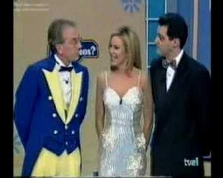 """""""Maestro, usted de amarillo pollo, la Obregón con estrellas a lo Cortilandia y yo con pajarita. ¿Demandamos a los estilistas?"""""""