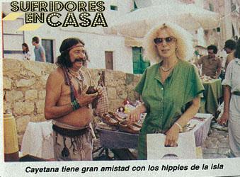 Carmen Lomana es la amiga de las travestis y Cayetana la de los hippies