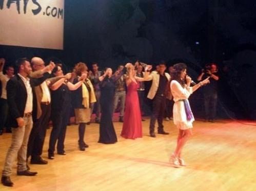 Galicia cantó la última y quedó la primera, cosa que no le pasó a Soraya. Lucía, volviendo a cantar su tema y con Betty, Encarnita y demás participantes de fondo