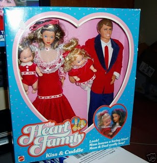Señoras que cogen a sus hijos con una mano como si fueran MariCarmen y sus muñecos