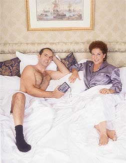 Ser experta en sexologia y dejar que un tío se meta en la cama con calcetines...¡no!