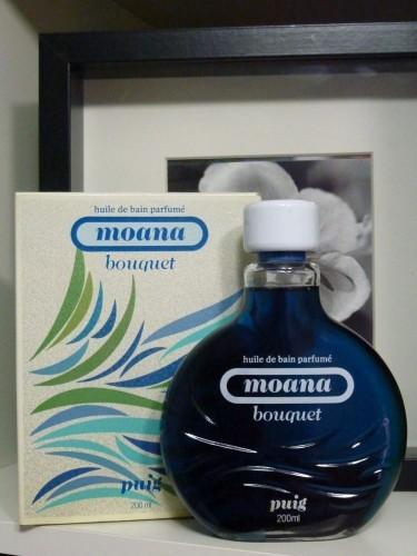 Moana Bouquet también tenía aceite por si querias meterte en la freidora, digo, en la bañera