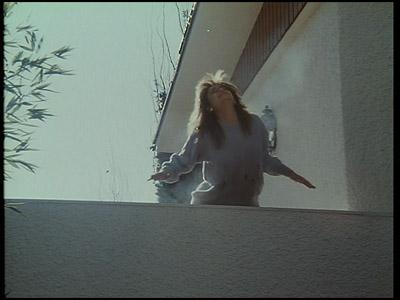 A Loreto se la cargan a balazos. No sé si muere más gente en esta película o en todas las temporadas de Al Salir de Clase