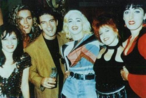 Chicos y chicas Almodóvar que se van de juerga con Madonna