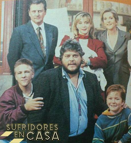 Eva Isanta, en el centro, acabó teniendo un hijo en la ficción con el hijo real de su padre en la ficción