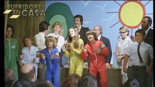 Paloma Hurtado junto al resto del elenco de La Guerra de Los Niños