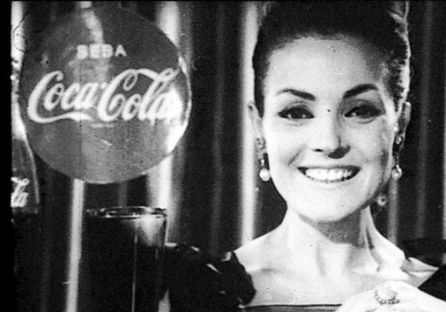 Flamencas yeyés que beben Coca Cola