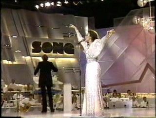 Paloma intentando volar en Eurovision