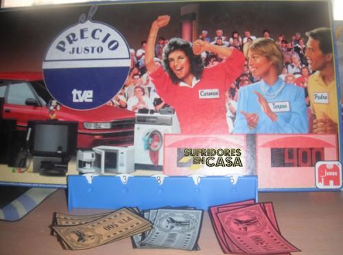 Detalle de la caja, el dinero, y el tecnológico marcador de ruedecitas de cartón