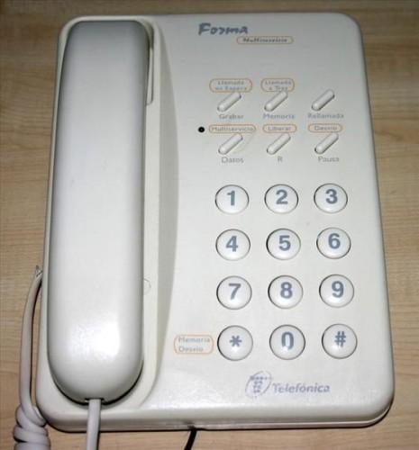 Hasta el salpicadero de un Panda tenía más gracia que este teléfono