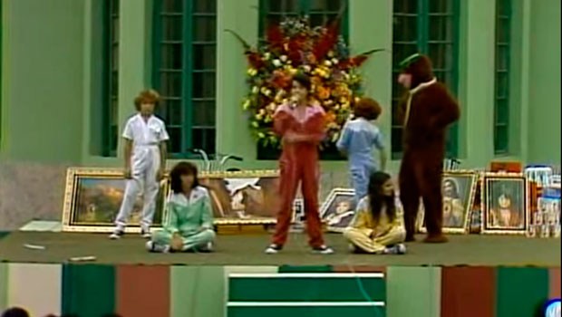 Parchís cantando con Jesucristo y el Oso Yogui
