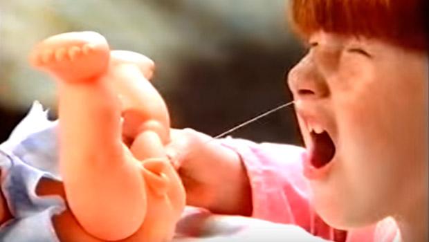 Muñecos que se quejan, eructan, mean, cagan y se peen