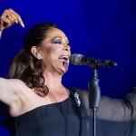 4 cantantes con fama de gafe (y que más vale no nombrar)