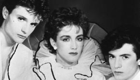 España, 1-6-1982.- Los componentes del grupo Mecano, Nacho Cano, Ana Torroja y José María  Cano, posan curiosamente ataviados y maquillados. Efe
