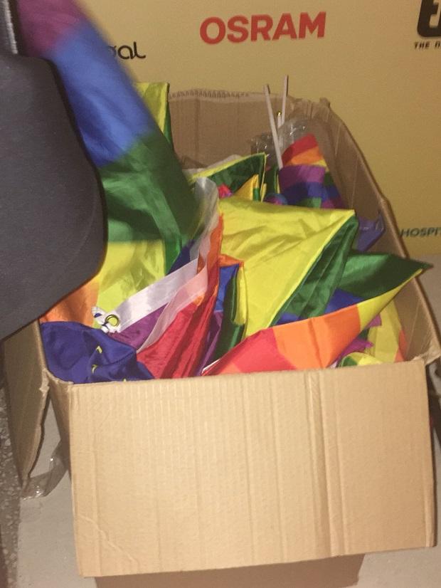 caja banderas arcoiris lgbt eurovision