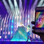 Nosotros subimos los móviles con la bandera arcoíris durante la actuación de Rusia en Eurovisión