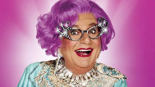 Dame Edna travesti
