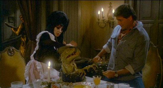 Elvira pelicula monstruo cocina