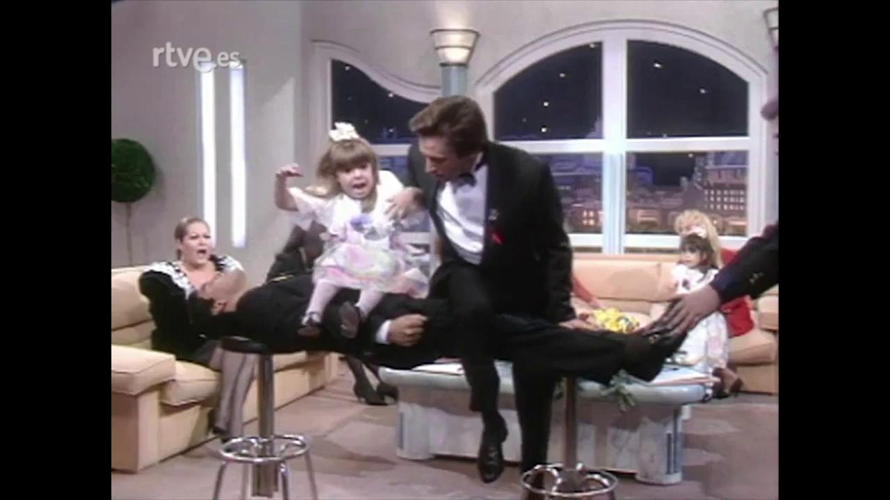 El día que casi rompen las piernas a Maradona en '¡Hola, Raffaella!'