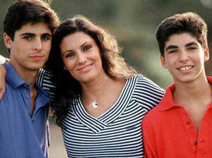 Carmina montó un grupo Parchís con sus hijos y Cayetano era la ficha roja, como Tino