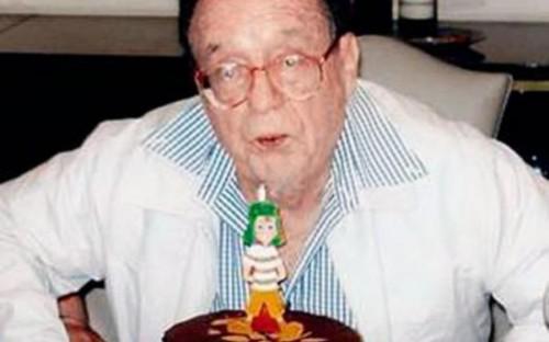 Si Chespirito celebra su 84 cumpleaños con una vela del Chavo y no del Chapulín será por algo, guiño, guiño