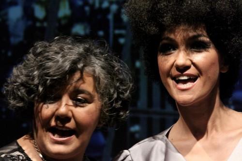Sol Pilas, a la izquierda, durante una representación del musical Good Night, Withney
