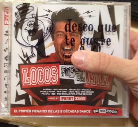 Está la mano negra de Silvia Pantoja y la mano de JoniPod que tapa el cd