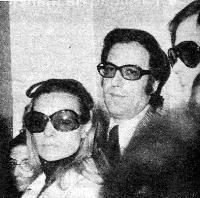 Junto a Carmen Sevilla en el entierro de Nino Bravo